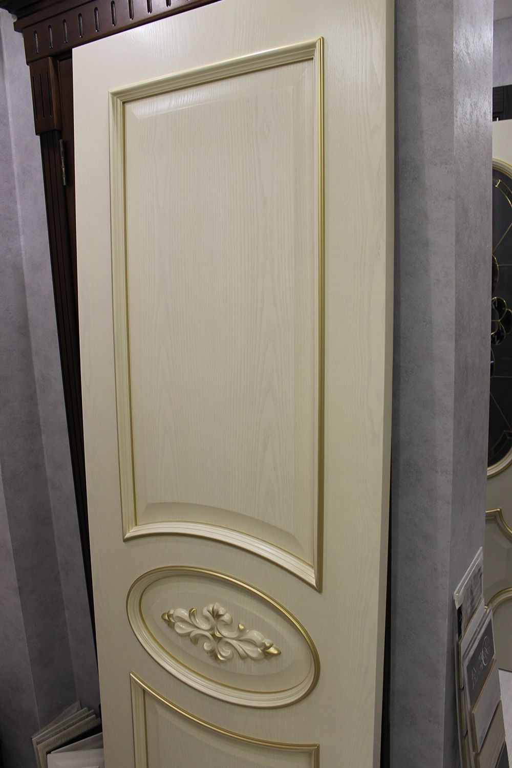 Luxurious interior masonite door Baroque