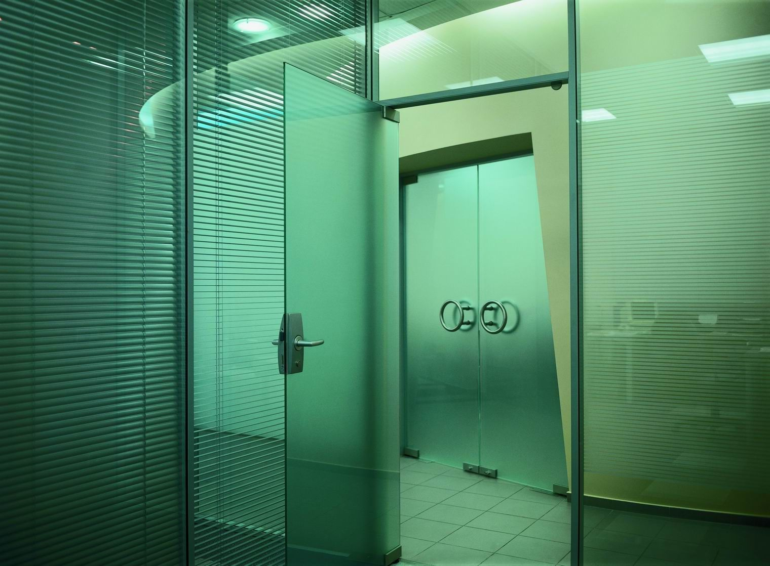 Glass Single-swing interior doors for office
