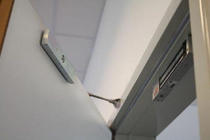 Door magnetic lock