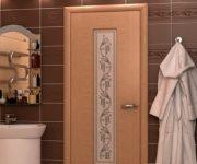 Laminated door in the bathroom