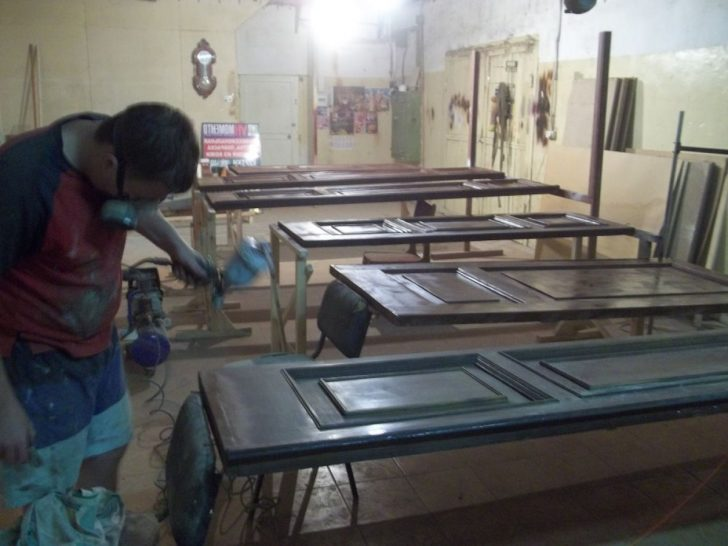 Painting and restoration of interior doors