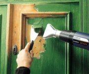 Removing paint from the wooden door