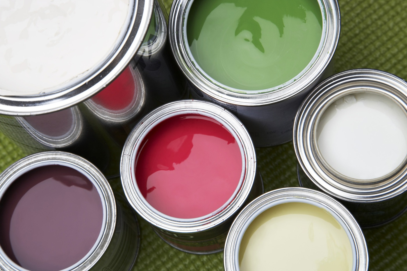 Water-emulsion water-dispersive paint for doors