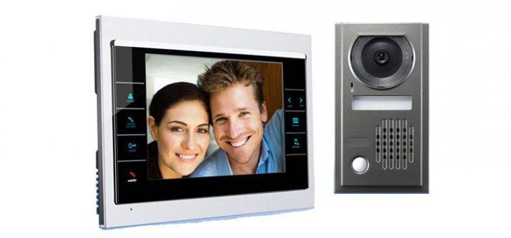 Door entry videophone 728x340 - Video call for a front door in an apartment. Video door phone.