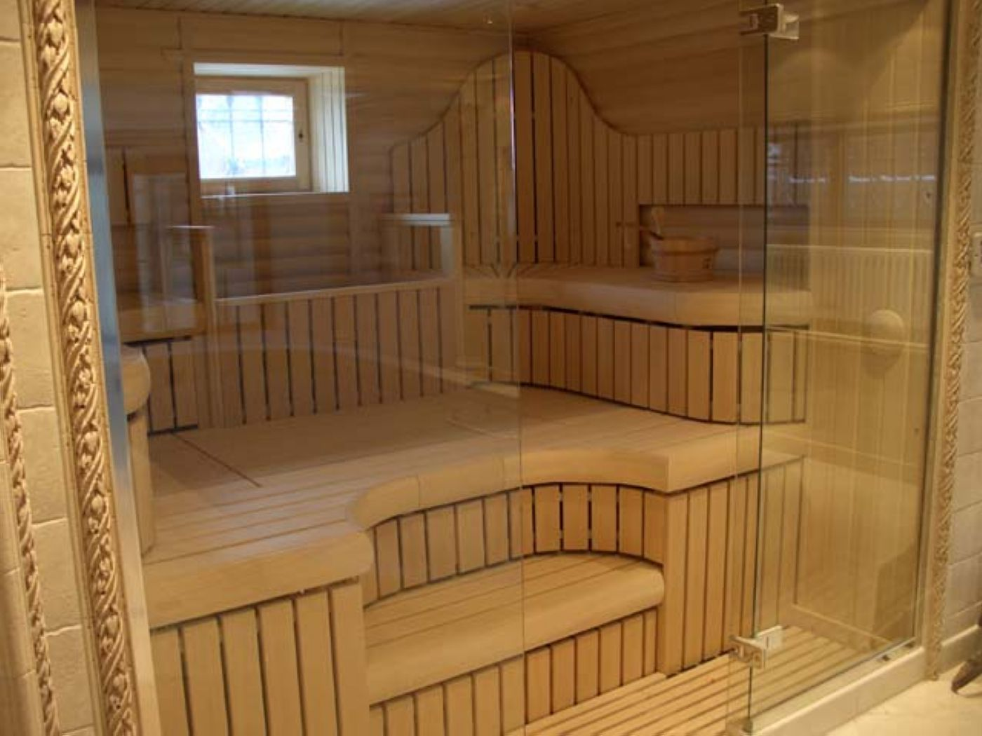 Glass sauna