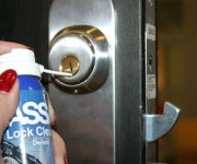How to lubricate the door lock with their hands