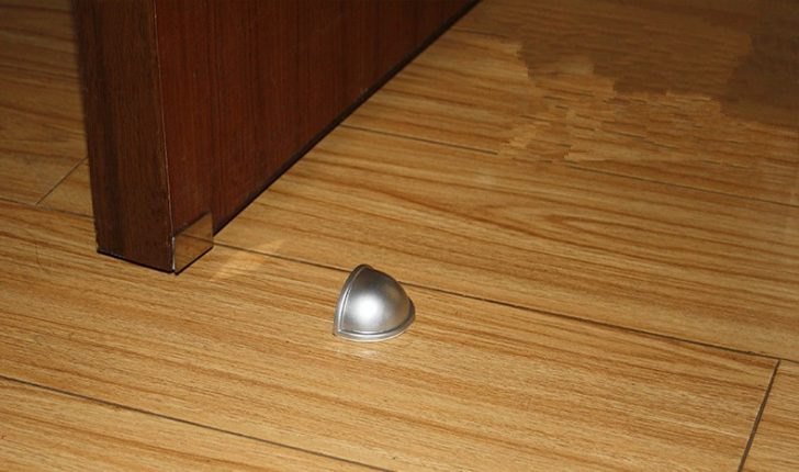 Magnetic door stop 728x430 - Door stoppers or holders: functions, types, installation