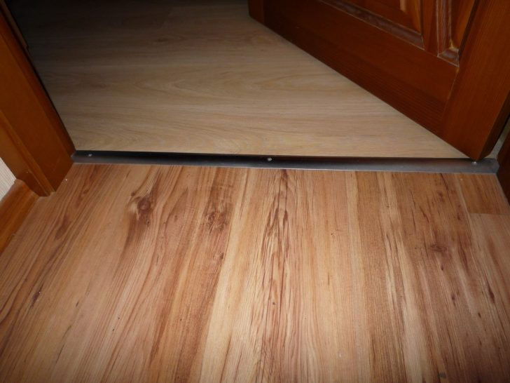 Gaps between door leaf and floor