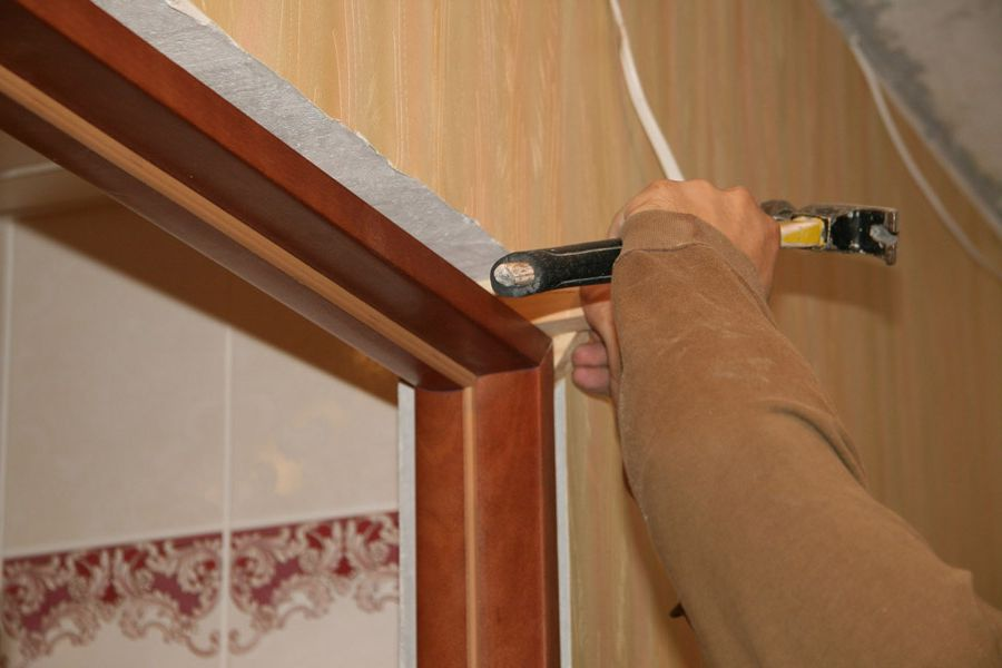 Installation of the door frame