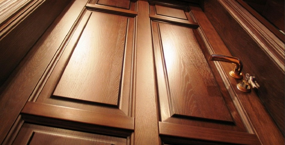 Interior doors made of oak