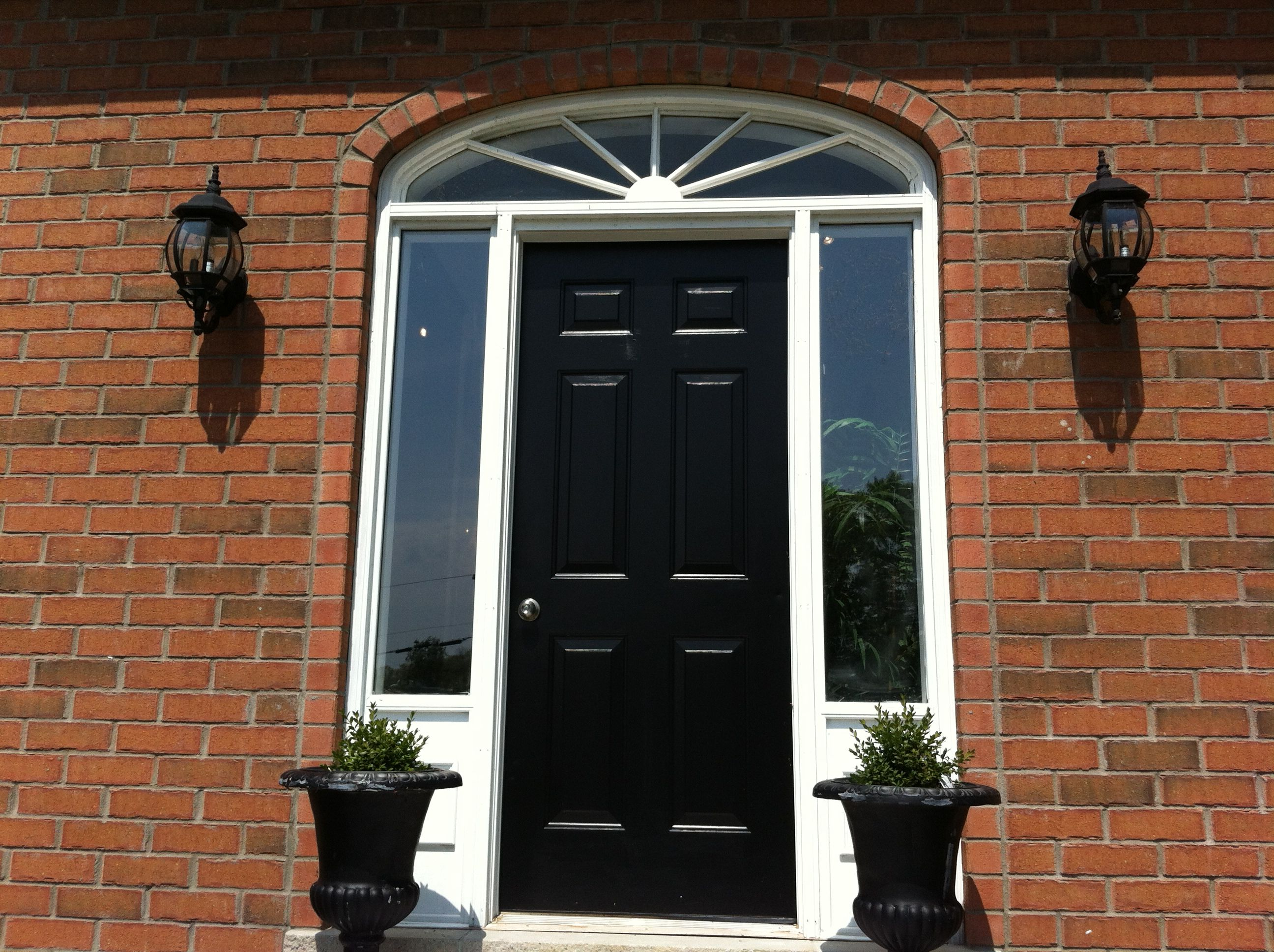 Solid wood front doors uk style for Solid front doors for homes