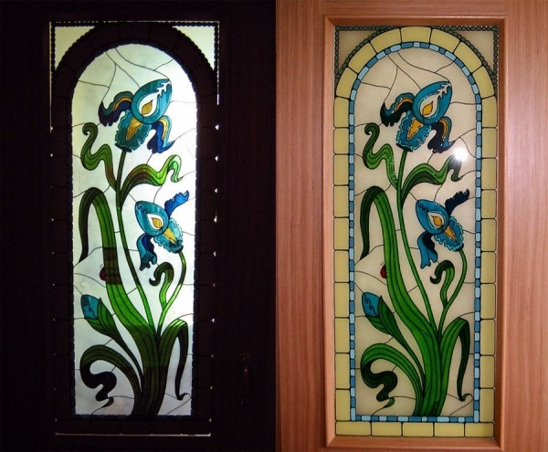 Stenciled staining of a door - How to decorate a door by your own forces