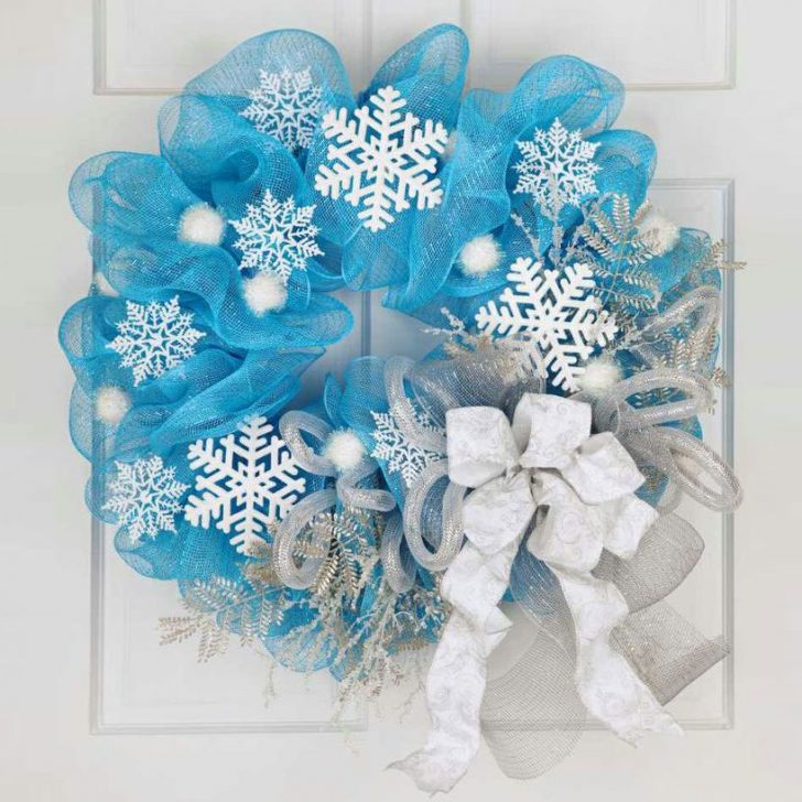 Blue Christmas wreath from tulle and white paper snowflakes 728x728 - Make a New Year Wreath on a Door with your own hands
