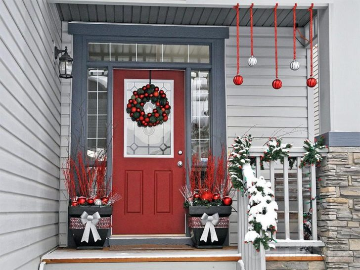 New Year decoration of doors gives a festive look to a whole house