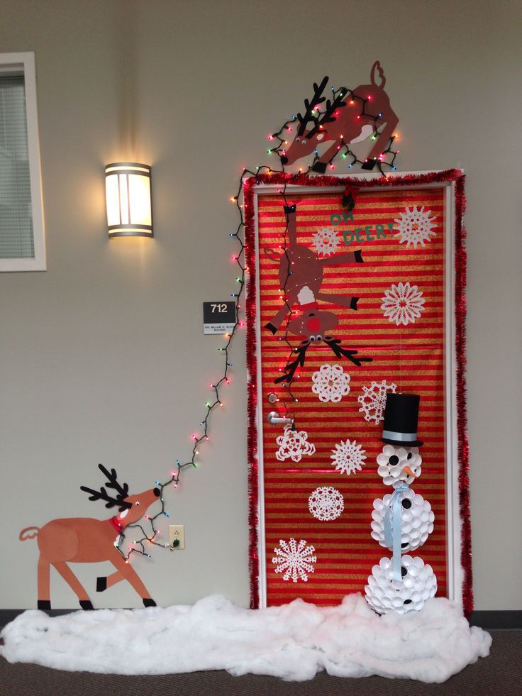 Ideas about christmas door decorations for How to decorate apartment door for christmas