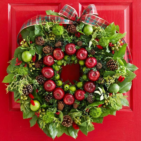 A wreath can be decorated by strobile, lime, apples