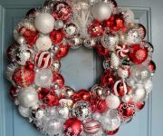 Wreath from Christmas balls