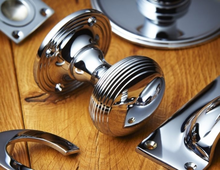 Polished chrome door knobs 728x563 - Chrome Door Knobs Guide