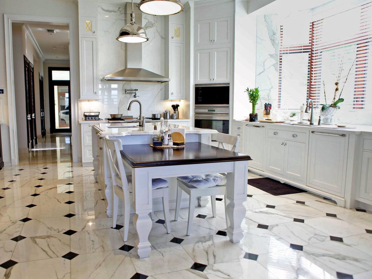 Ceramic tile floor in the kitchen for Black floor tiles for kitchen