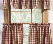 Curtains for windows in the kitchen of country style 180x150 - Country-Style Kitchens