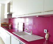 High-Tech kitchen – bright crimson splashback