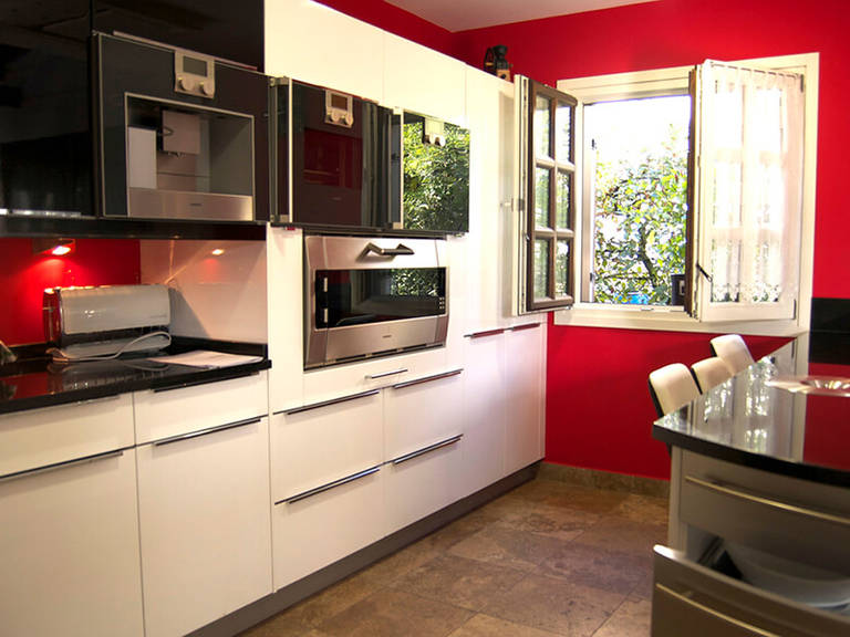 High tech kitchen design idea - Red, black and white color