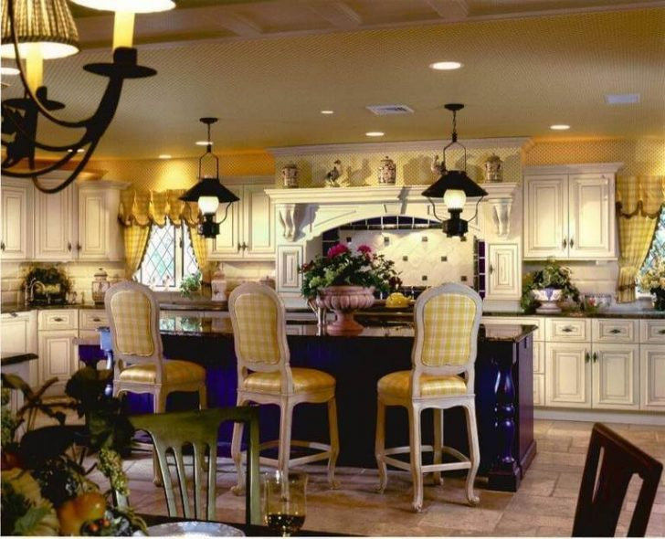 The idea of kitchen country style in yellow tones with Wallpaper on the walls 1 728x590 - Country-Style Kitchens
