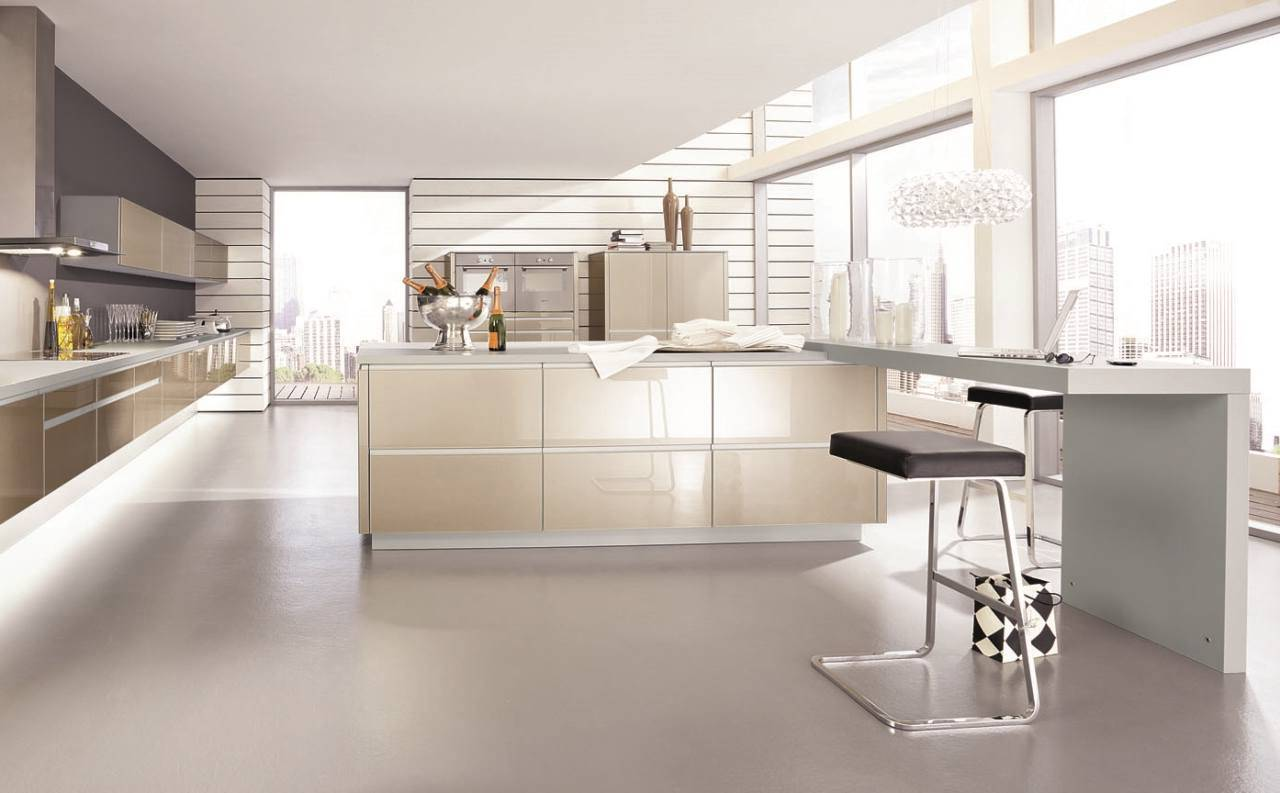 The materials used for the kitchen in style hi-tech – glossy glass, plastic and metal