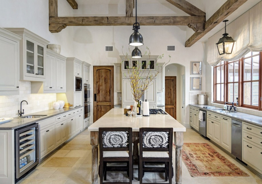 Whitewashed ceiling in the country style kitchen